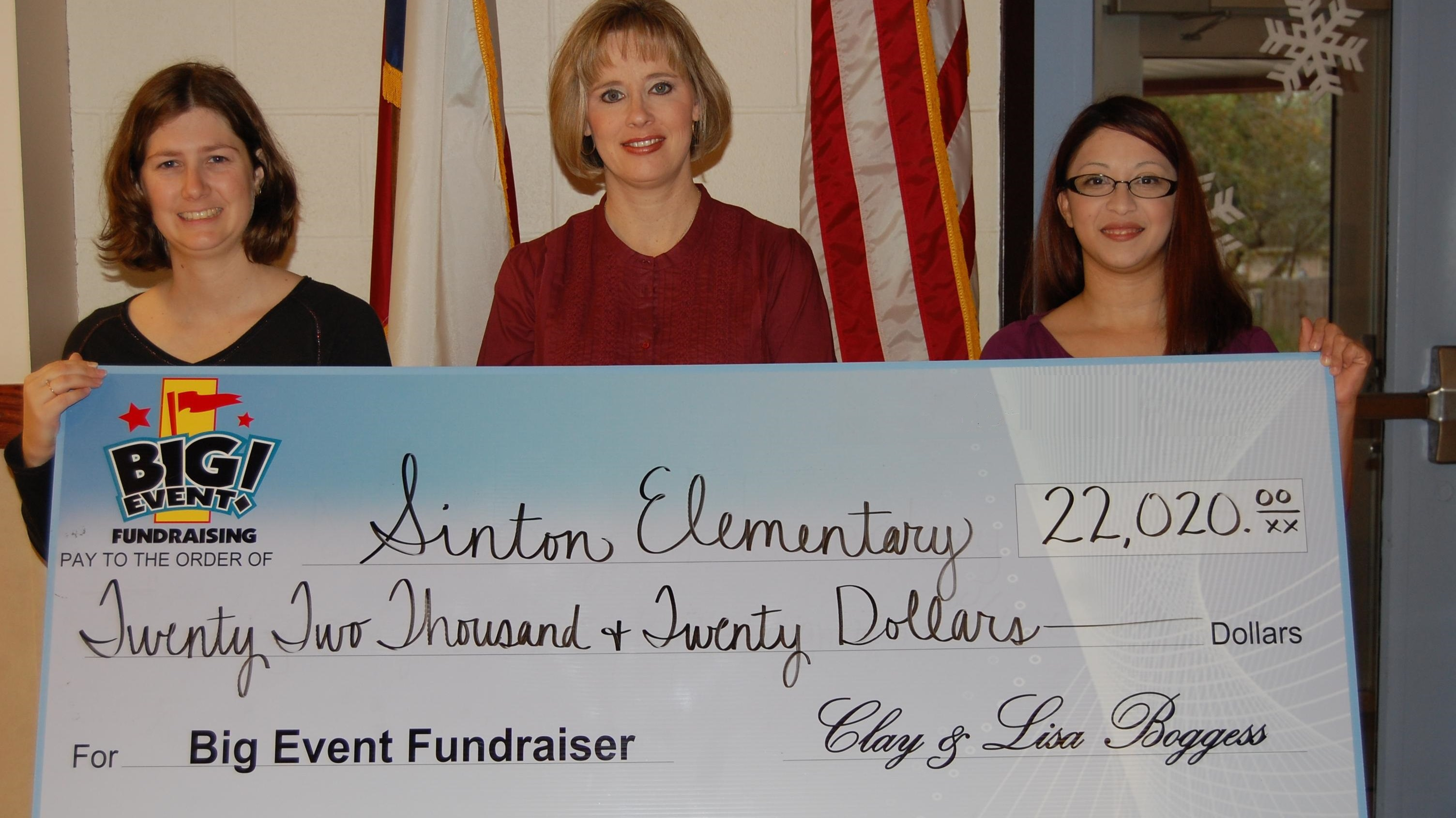 Sinton Elementary School fundraising team holding check