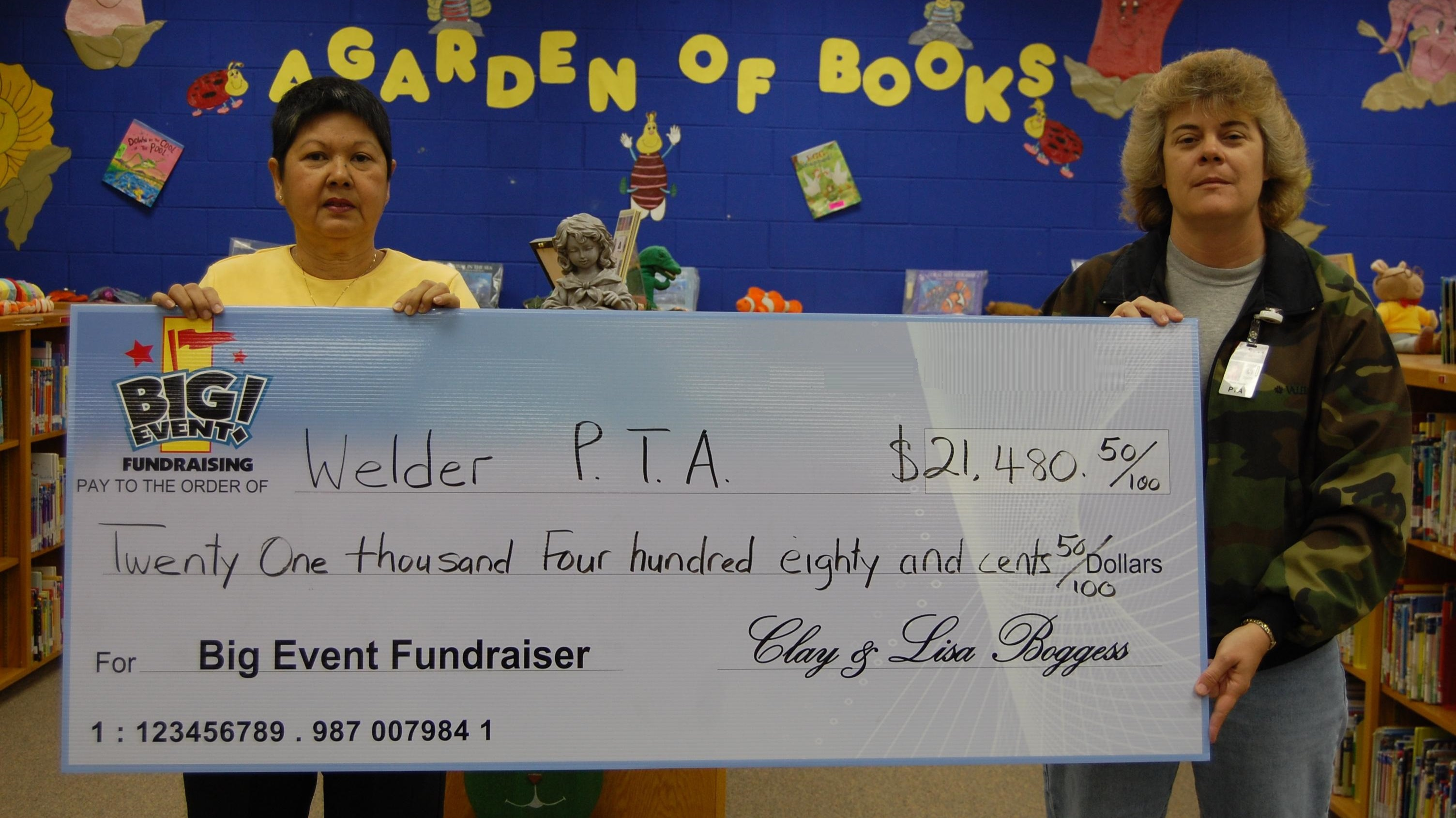 Welder Elementary School PTA fundraising team holding check